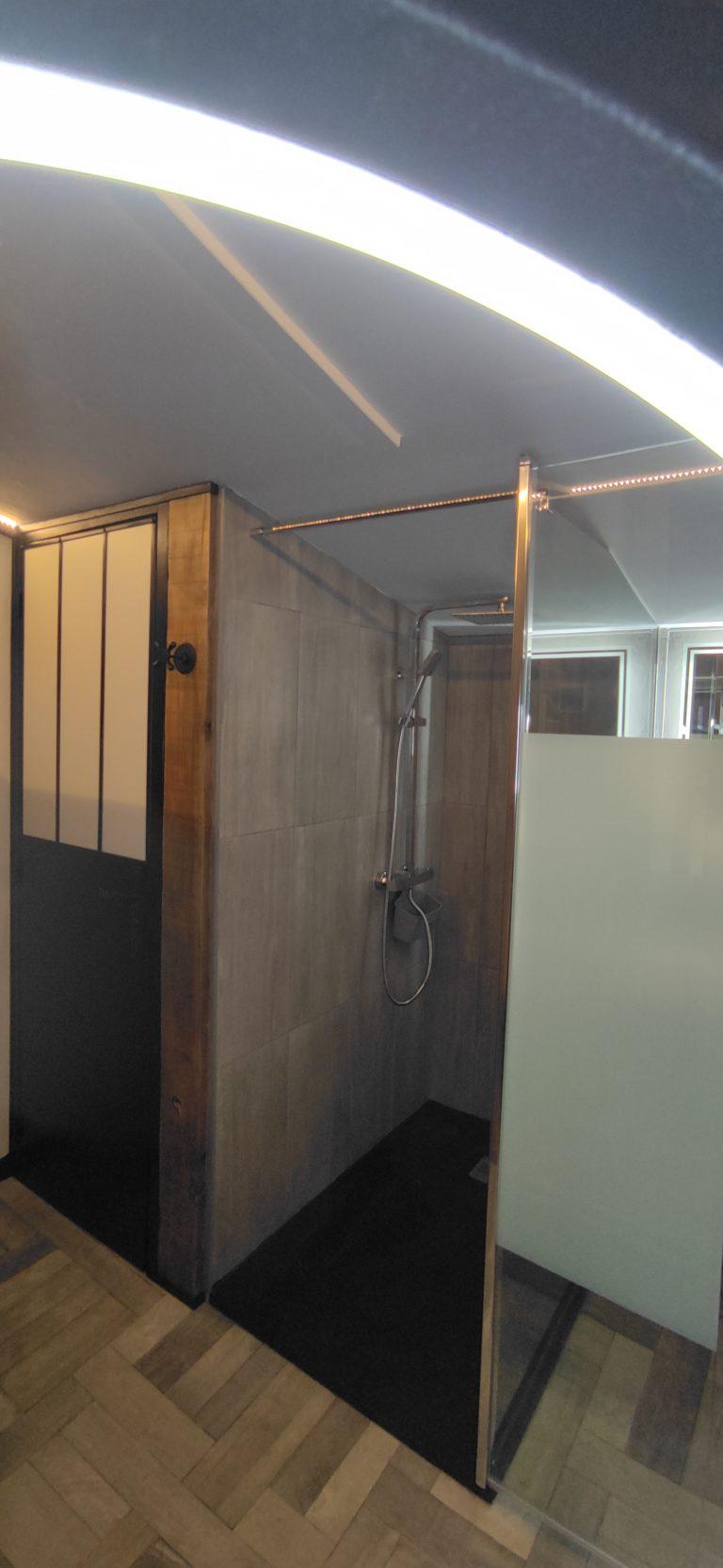 douche et toilette séparé